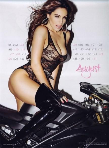 Calendario Donne Hot.Kelly Brook Bomba Sexy Per Il Calendario Hot 2013 Nel Gossip